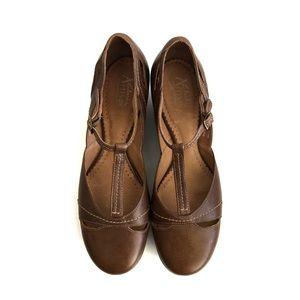 Clarks Artisan T-Strap Leather Sandal